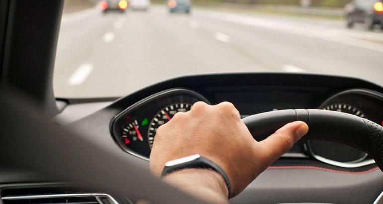 Dirección del volante a una mano