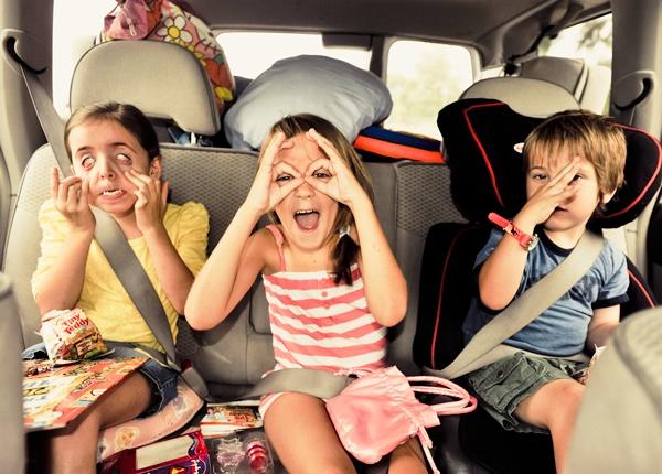 Conducir con Pasajeros Puede Crear Distracciones