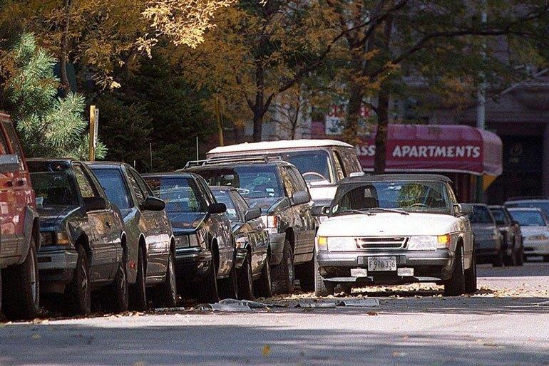 Vehículo estacionado en doble fila