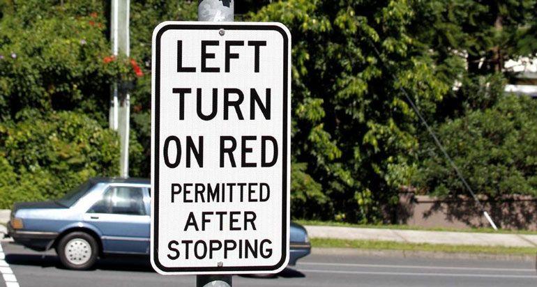 Girar a la Izquierda en Rojo Está Permitido