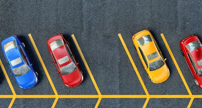 Espacios de estacionamiento en ángulo